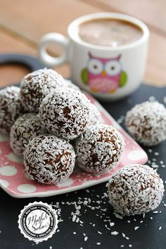 the # # Secrets of Chocolate from of are to Coconut Chocolate Balls Recipe Flourless Chocolate, Homemade Chocolate, Vegan Chocolate, Cake Chocolate, Cake Recipes From Scratch, Easy Cake Recipes, Dessert Recipes, Chocolate Balls Recipe, Buttercream Wedding Cake