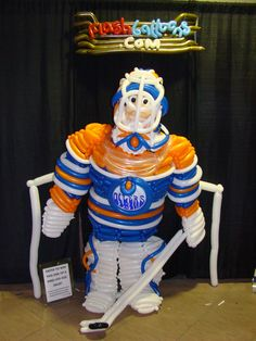 Hockey player made by balloon twister Phileas Flash Hockey Goalie, Hockey Players, Edmonton Oilers, Bar Mitzvah, Sports Decor, Info Board, Crafts To Make, Baby Kids, Balloons