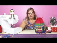 Porta Panetone- Patchwork - YouTube Fabric Crafts, Diy Crafts, Quilted Bag, Couture, Christmas Decorations, Christmas Ideas, Applique, Projects To Try, Quilts