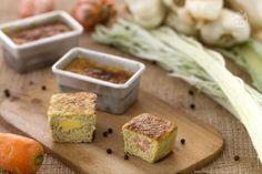 Gli sformatini di cardi sono dei contorni in formato monoporzione a base di cardi con un ripieno gustosi di prosciutto e formaggio.