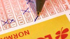 Gestolener Lottoschein brachte kein GlückIn Österreich, genauer gesagt in Salzburg, hat ein Angestellter einer Lottoannahmestelle Lottoscheine gestohlen. Der Lottodiebstahl jedoch brachte dem Spieler nur wenig Erfolg. In Salzburg hat ein 23-jähriger Mitarbeiter einer Lottoannahmestelle sich einige Monate lang selbst Lottoscheine ausgestellt, ohne diese zu bezahlen und ohne diese zu quittieren. Die Lottoscheine wurden durch den Dieb an anderen Annahmestellen eingelöst, sodass dieser damit…
