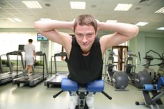 If your physical fitness goal is to build muscle, you should focus on metabolism-boosting workouts. Fitness Nutrition, Fitness Goals, Fitness Tips, Roman Chair Exercises, Lower Back Exercises, Ab Exercises, Workouts, Boost Metabolism, Health Club