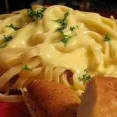 homemade alfredo sauce- wanting to try. Sauce Recipes, Pasta Recipes, Cooking Recipes, Alfredo Sauce Recipe Easy, Homemade Alfredo, Homemade Pasta, Butter Sauce, Pasta Dishes, Food For Thought