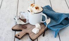 Schokomilch (mit Marshmallows) - Rezepte - Schweizer Milch Four, Marshmallows, Plaque, Decoration, Smoothie, Cheese, Chocolates, Parchment Paper, Middle
