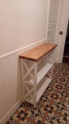 Основание консоли в нашем любимом молочном цвете (акриловая краска и лак), столешница цвета светлый дуб (масло и воск). Размеры 90*90*28. И как всегда, сделаем для вас в любых размерах, конфигурациях и цветах. ☎ +7 (915)018-3905 и ✏ WhatsApp, Viber,   woodcraftgirls@gmail.com  www.livemaster.ru/Woodcraftgirls #консоль #консольныйстол #лофт #прованс #кантри #мебельназаказ #ручнаяработа #дерево #массивдерева #массивсосны #мебель #интерьер #дизайнинтерьеров #дизайн #стеллаж #полки…