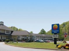 Cherokee (NC) Comfort Inn On the River United States, North America The 3-star Comfort Inn On the River offers comfort and convenience whether you're on business or holiday in Cherokee (NC). The hotel offers a high standard of service and amenities to suit the individual needs of all travelers. Take advantage of the hotel's free Wi-Fi in all rooms, car park. Designed for comfort, selected guestrooms offer balcony/terrace, telephone, internet access – LAN (complimentary), telev...