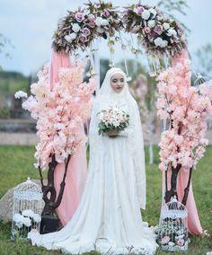 31 Ideas For Wedding Veils Hijab Muslim Brides Wedding Abaya, Wedding Dressses, Pakistani Wedding Dresses, Wedding Veils, Wedding Cakes, Bridal Hijab, Hijab Bride, Muslim Brides, Muslim Couples