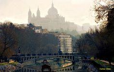 Catedral de la Almudena y Puente Reina Victoria. Río Manzanares. Calle Ribera del Manzanares. Madrid