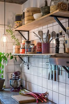 cocinas Kitchen Design Trends - Life ideas How Cellulose Insulation Is Applied Cellulose insula Home Decor Kitchen, Kitchen Interior, Home Kitchens, Retail Interior, Design Kitchen, Küchen Design, House Design, Store Design, Kitchen Remodel