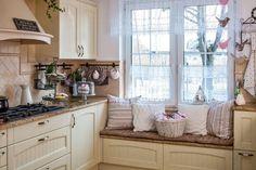 Znalezione obrazy dla zapytania siedzisko na szafkach w kuchni