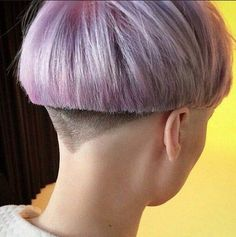 60 Cool Short Hairstyles & New Short Hair Trends! Bowl Haircuts, Edgy Haircuts, Cool Short Hairstyles, Super Short Hair, Short Hair Cuts, Short Hair Styles, Short Hair Trends, Corte Y Color, My Hairstyle