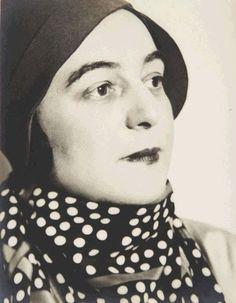 * Portrait of Sonia Delaunay, Paris, 1931 photo Florence Henri Sonia Delaunay, Robert Delaunay, Louise Bourgeois, Paul Gauguin, Vincent Van Gogh, Florence Henri, Henri Matisse, Russian Avant Garde, Flapper