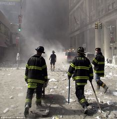 Hero firefighter who was part of memorable 9/11 rescue photograph ...
