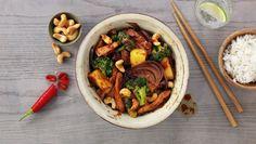 Kyllingwok med hoisinsaus Kung Pao Chicken, Wok, Pot Roast, Turkey, Beef, Ethnic Recipes, Pineapple, Carne Asada, Meat