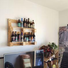 Um artigo decorativo para quem gosta de ostentar as cervejas que toma Quadro de cerveja de pallet