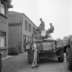 Irish Guards Group, Guards Armoured Division, Aalst, 18 Sept 44 - Irish Guards Group / Guards Armoured Division, Aalst, 18 Sept 44 - Gallery - WW2 Talk