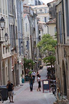 La rue qui monte a l'église St Roch de Montpellier