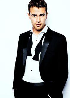IM DYING GOSH I CANT BREATHE HE LOOKS SO GOOD