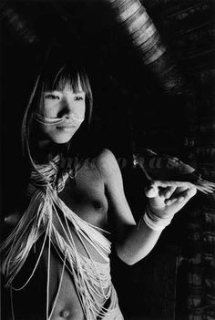 """Jovem Marubo, Aldeia Maronal, Amazonas, Brasil. 1998. Projeto: Outras Américas ©Sebastião Salgado/Amazonas images """