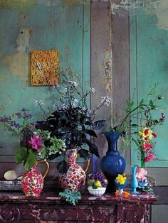 colorful flower vases, small and large colorful flower vases in various shapes, colorful flowers and vases,