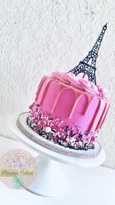 Paris Birthday Cakes, Paris Themed Cakes, Paris Cakes, Beautiful Birthday Cakes, Themed Birthday Cakes, Cake Decorating Videos, Cake Decorating Techniques, First Communion Cakes, Cake And Cupcake Stand