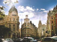 Madrid. Edificio Metrópolis (L) at the corner of Calle de Alcalá and Gran Vía.