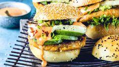 Sweet-potato chickpea burger with haloumi Chickpea Burger, Bar Menu, Fall Dinner, Plant Based Diet, Halloumi, Salmon Burgers, Sweet Potato, Easy Meals, Easy Recipes