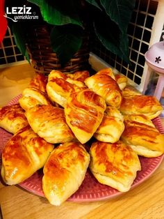 Kıyır Kıyır Midye Poğaça - Leziz Yemeklerim Homemade Beauty Products, Bread Baking, Beautiful Cakes, Health Fitness, Food And Drink, Recipes, Dishes, Baking, Recipies