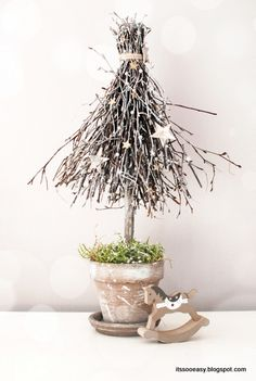 DIY - how to make a Christmas tree from birch twigs Driftwood Christmas Tree, Tabletop Christmas Tree, Homemade Christmas Decorations, Xmas Decorations, Christmas Booth, Christmas Love, Handmade Christmas, Christmas Holidays, Christmas Wreaths