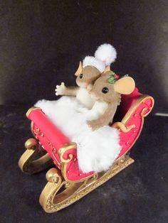 charming tails mice in christmas sleigh unk name