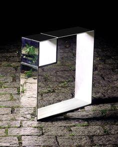 Projeto Lygia Pape | Obras | Anos 90 Escultura KV256 1961 - 1998 Ferro cromado 50cm x 50cm x 10cm