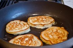 Here is a healthy low calorie banana pancake, which is a gluten free breakfast recipe that kids and adults would love. This Banana Pancake is very easy and takes no time Gluten Free Breakfasts, 3 Ingredients, Breakfast Recipes, Good Food, Food And Drink, Low Carb, Healthy Recipes, Eat, Cooking