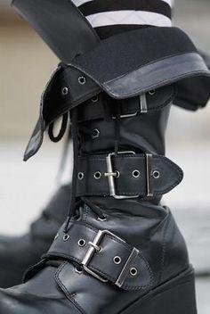 Gothic_Boots.jpg 306×457 pixels