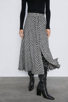 I'm a Picky Zara Shopper, and This Is What I'm Buying There for Fall Simple Outfits, Fall Outfits, Look Fashion, Autumn Fashion, Zara, Copenhagen Fashion Week, All Black Outfit, Cotton Pants, Skirt Outfits