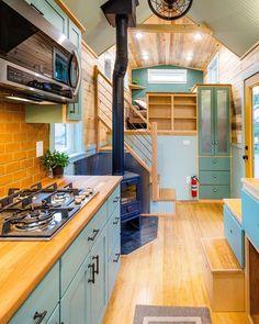 Best Tiny House, Tiny House Cabin, Tiny House Living, Tiny House Plans, Tiny House Design, Tiny House On Wheels, Small Living, Living Room, Inside Tiny Houses