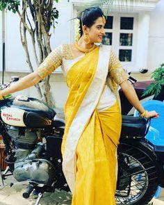 Serial Actress Rashmi Jayraj Latest Saree Photos Bollywood Bikini, Bollywood Actress Hot, Bollywood Saree, Saree Blouse Patterns, Saree Blouse Designs, Beautiful Saree, Beautiful Indian Actress, Saree Hairstyles, Saree Backless