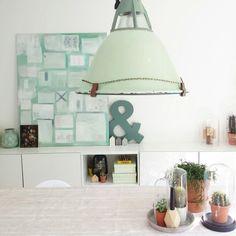 Zacht groene tinten gecombineerd met vintage spullen vormen een mooi  geheel.