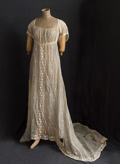 Hand-embroidered mull dress with train, Antique Clothing, Historical Clothing, Historical Dress, Female Clothing, Historical Costume, Women's Clothing, Vintage Corset, Vintage Dresses, Vintage Outfits