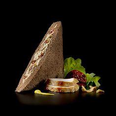 Sándwich de pollo a la mostaza - Fríos | Rodilla Ideas, Mustard Chicken, Rotisserie Chicken, Rye Bread, Restaurants, Thoughts