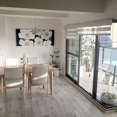naomi426さんの、Overview,マリメッコ,北欧,ベランダガーデン,シンプルライフ,シンプルインテリア,グリーンのある暮らし,シンプルな暮らし,もう一つのリビング,Panasonicリフォーム,HDC神戸についての部屋写真 Room Interior, Interior Design Living Room, Interior Decorating, Living Room Modern, Living Room Decor, Simple Interior, Japanese Interior, Dining Table Chairs, Simple House