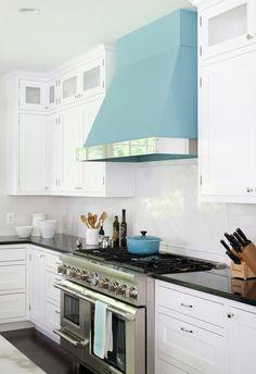 Erika Bonnell Interiors via House of Turquoise Kitchen Color Trends, Kitchen Colour Schemes, Kitchen Styling, Kitchen Decor, Kitchen Design, Kitchen Ideas, Kitchen Hoods, Kitchen Vent, Kitchen Small