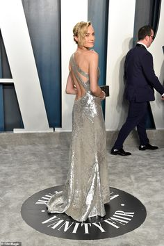 Diane Kruger dazzles in a one-shoulder structured sequin gown at the Vanity Fair Oscars after-party Diane Kruger, Celebrity Style Casual, Celebrity Dresses, Emily Ratajkowski, Charlize Theron, Scarlett Johansson, Tutu En Tulle, Structured Gown, Best Costume Design