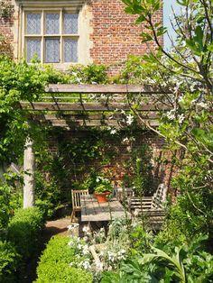 Small English Garden, English Country Gardens, Garden Cottage, Home And Garden, Summer Garden, Herb Garden, Vegetable Garden, Sissinghurst Garden, Landscape Design