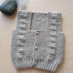 Merhabalarr arkadaşlar ❤❤buda bitmiş halı . #yelek #yelekmodelleri #handmade #örgüaşkı #orgugram #örgüterapim #yelekler #hamile #yenidogan #deryabaykal #deryaligunler #isinsirrideryada #10marifet #gaziantep #knittinglove #kitting #knitting #bebekörgüleri #hobi #hediye #handknit #handgemacht #yelekler #elişi #handarbeit #breien