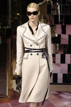 Dolce & Gabbana - Ready-to-Wear - Runway Collection - Women Fall / Winter 2004