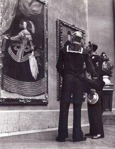 De Madrid al cielo: Álbum de fotografías y documentos históricos. - Urbanity.ccMarineros estadounidenses visitando el Museo del Prado.12 Enero 1953.