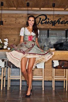 Beautiful Legs, Gorgeous Women, Octoberfest Girls, Drindl Dress, Oktoberfest Outfit, Beer Girl, German Women, Traditional Dresses, Vestidos