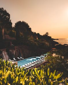 Sundowners on the French Riviera 🌅 We hate that word but there is no better way to describe that feeling of enjoying a cocktail after a day… Small Luxury Hotels, Luxury Apartments, Country Retreats, Hotels In France, Luxury Homes Dream Houses, Largest Countries, French Riviera, Luxury Beauty, Beach Resorts