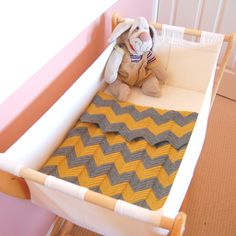 Yellow Dandy : DIY Crochet Chevron Baby Blanket--apparently easy enough for a first time crocheter