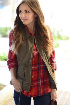This Fall Jacket to Vest Refashion is a quick and easy upcycling project that will give you a designer-inspired wardrobe in no time. Remake Clothes, Sewing Clothes, Fall Vest, Diy Clothes Refashion, Casual Winter Outfits, Plaid Outfits, Fall Jackets, Clothing Hacks, Diy Fashion